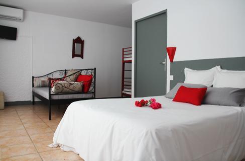 Chambre handicap e adapt e aux personnes mobilit r duite pmr 4 personnes basse saison hotel - Hotel chambre 4 personnes ...