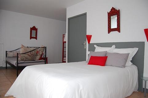 Chambre handicap e adapt e aux personnes mobilit r duite pmr 4 personnes haute saison hotel - Hotel chambre 4 personnes ...